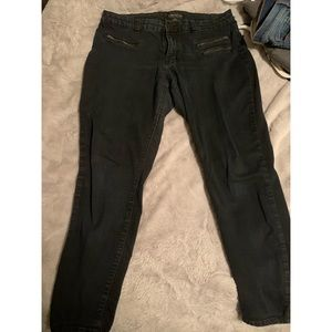 Forever 21 black jeans w zippers